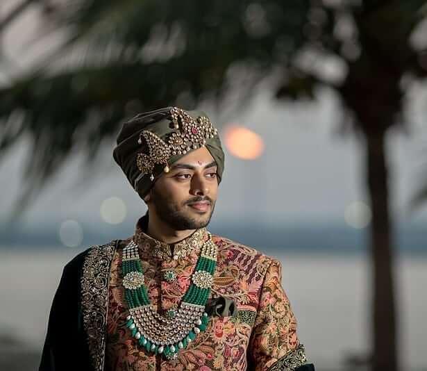 groom diamond necklace